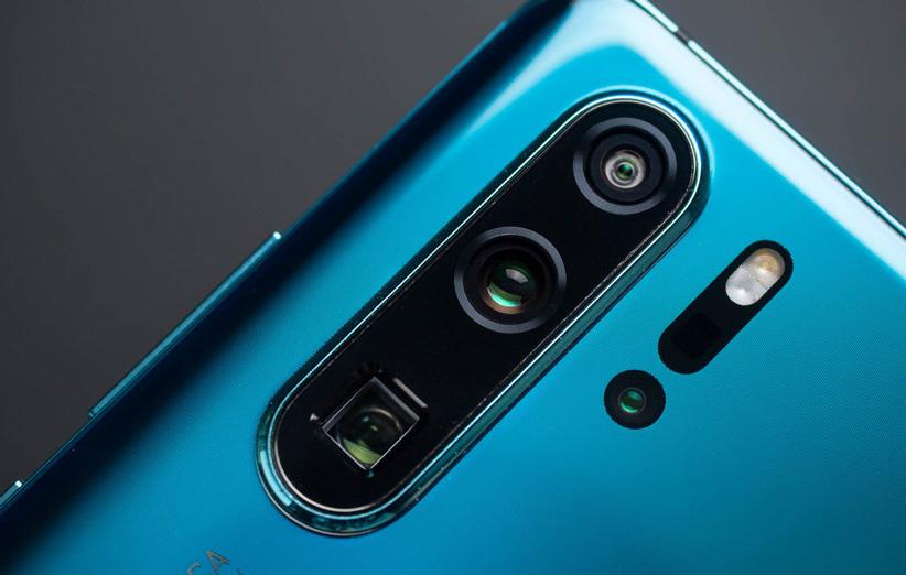 آیا برجستگی دوربین گوشی به نشانهای برای قدرت عکاسی بدل شده است؟